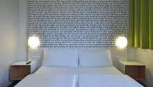 Hotellrummen är också utrustade med luftkonditionering, skrivbord, garderob, telefon och TV.