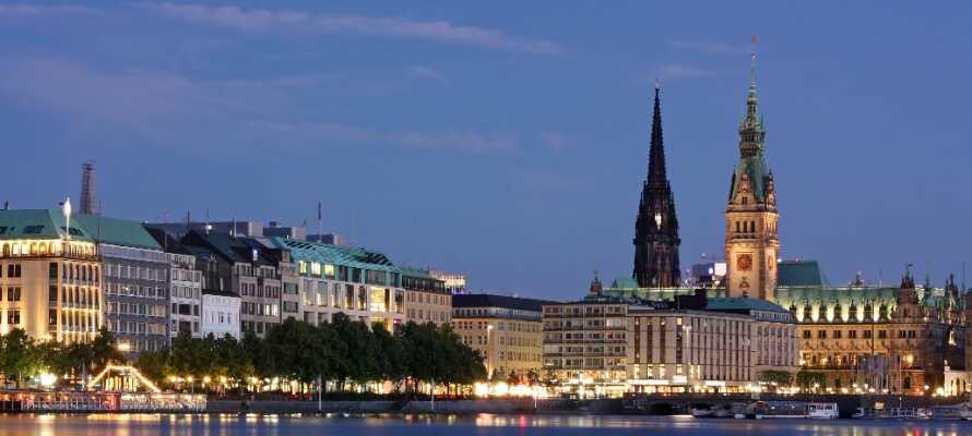 Dette  4.5-stjernes hotellet ligger rett ved sentrum av hansabyen Hamburg.