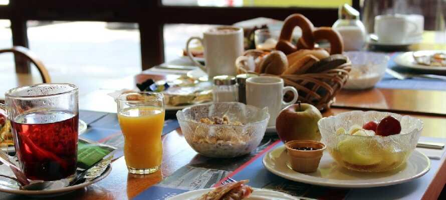 Start dagen med morgenbuffet i hotellets rare morgenmadsrestaurant, så I er fyldt med energi til dagens mange oplevelser.