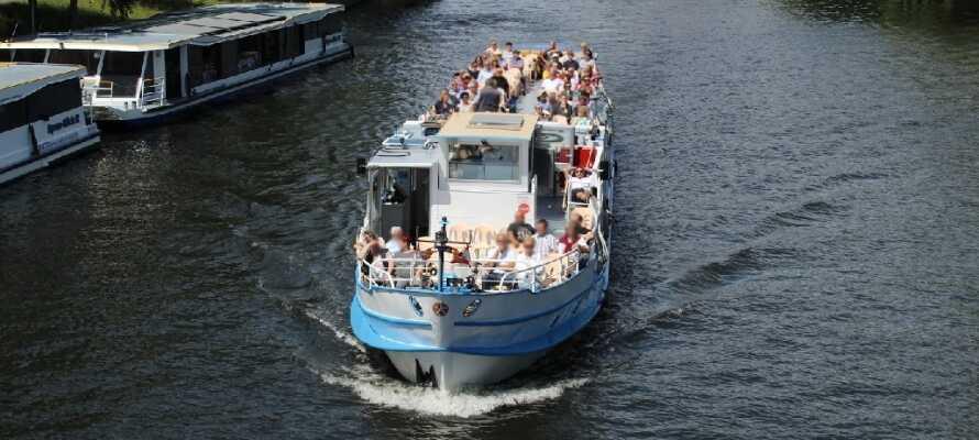 Den smukke Spree-flod ligger bare 3 minutter fra hotellet og strækker sig hele vejen ind gennem Berlin.