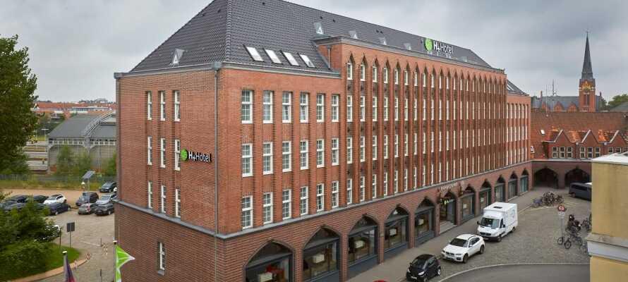 H + Hotel Lübeck har en fantastisk beliggenhet i hjertet av Lübeck, i nærheten av Holstentor og den sjarmerende UNESCO-noterte Altstadt.