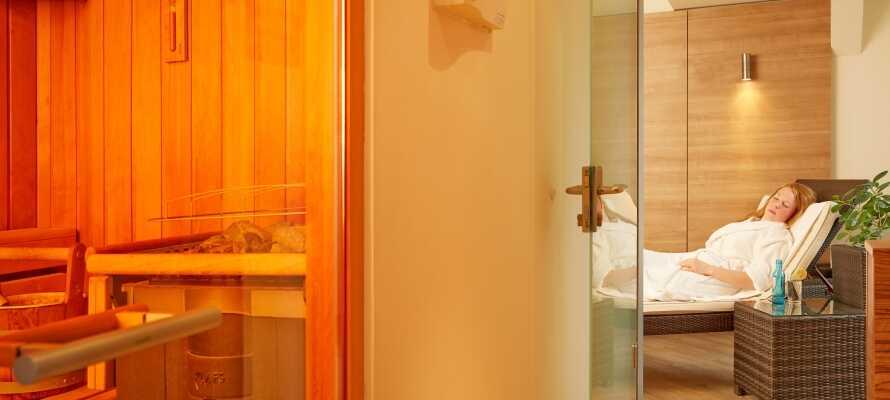 Etter en begivenhetsrik dag kan du slappe av i hotellets velværeområde, som har badstue og treningsstudio.