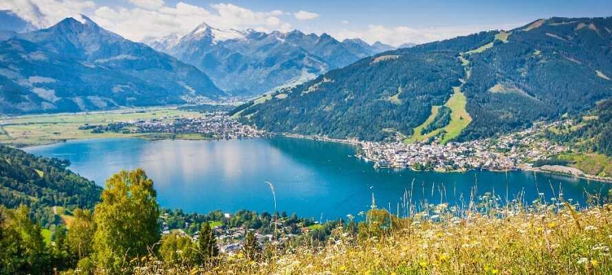 Hotel zum Hirschen ligger skønt midt i den østrigske bjergby, Zell am See, få hundrede meter fra den smukke Zeller See.