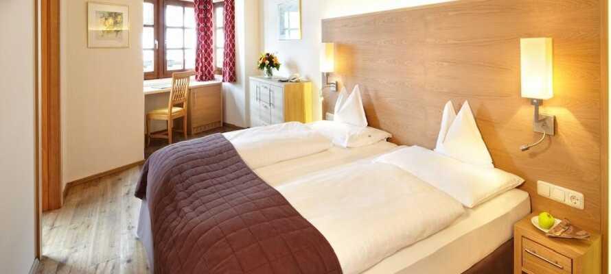 Die hellen Zimmer des Hotels haben eine einzigartige, gemütliche Atmosphäre und sind ein guter Ausgangspunkt für Ihren Aufenthalt in Österreich.