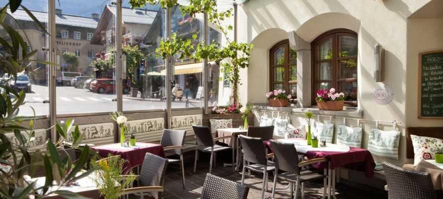 Om aftenen kan I slå jer ned i hotellets hyggelige restaurant og nyde en god middag i fine omgivelser.