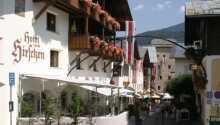 Hotellet har en dejlig beliggenhed midt i den østrigske bjergby, Zell am See, som er blevet en populær ferieby