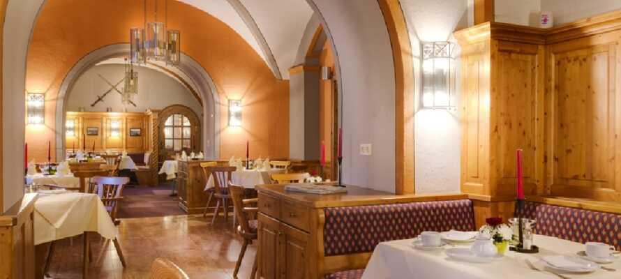 Maten serveras i en romantisk omgivning på Schlosshotel Nebra, som ligger strax ovanför Hotel Himmelsscheibe.