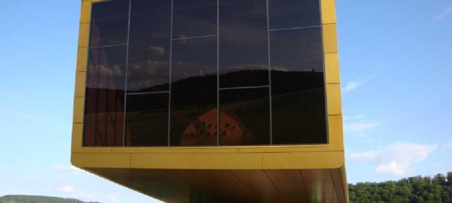 Passa på att beskåda den mystiska Himmelsskivan på museet Arche Nebra.