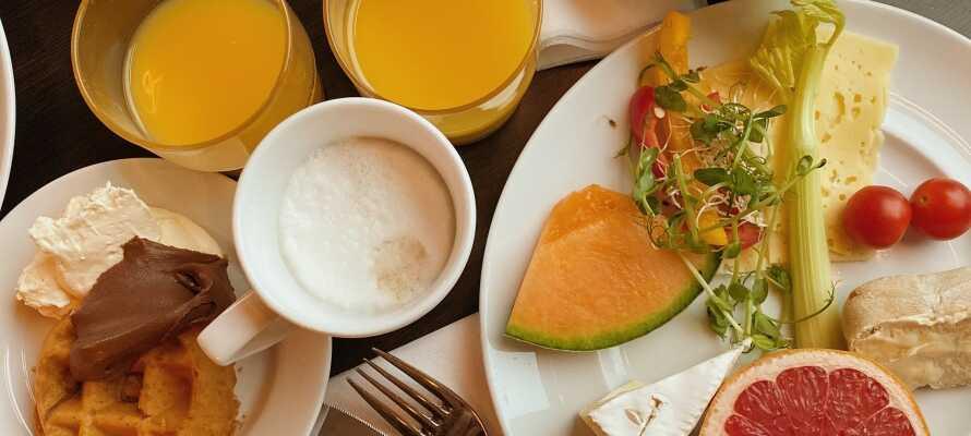 Nyt en deilig frokost i hotellets hyggelige rammer, og dra ut på oppdagelsesferd i Dalarnas vakre omgivelser.
