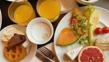 Start dagen med lækker morgenmad i hyggelige rammer.
