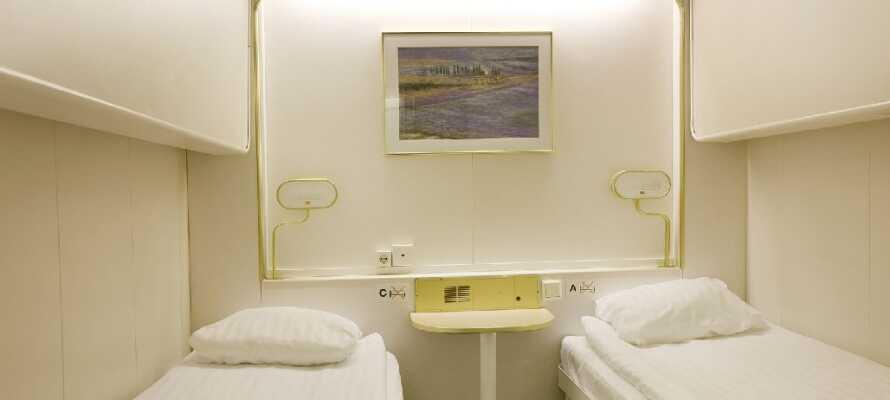 Lugarene på båten er fine og lyse, og det er mulig å få opptil 4 sengeplasser om ønskelig.