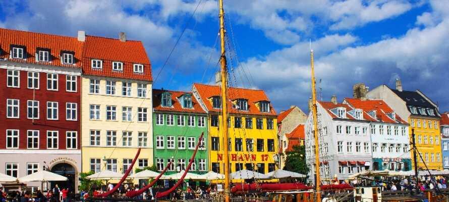 Finn et sted i Nyhavn, sett deg ned og nyt the pulserende livet.