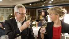 Båtene byr på flere forskjellige barer og restauranter, hvor man nyte hverandres selskap.