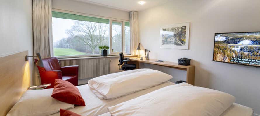 I bor på lyse, moderne og rummelige værelser som alle tilbyder et højt komfortniveau.