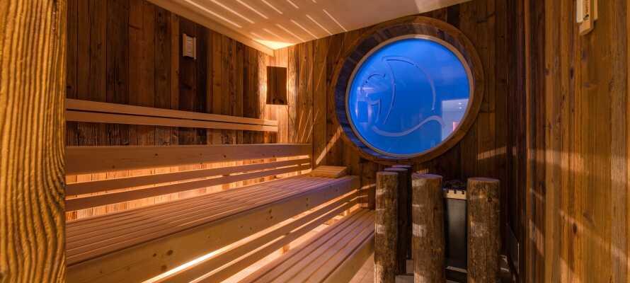 Hotellets 160 m² store saunaområde byder på ren rå afslapning og ægte sanseoplevelser i fantastiske omgivelser.