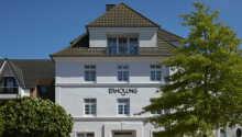 Hotellet ligger i badebyen Kellenhausen, bare 100 meter fra stranden