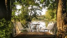 Placeringen ved søen Mälaren giver dig gode betingelser for at nyde og slappe af på ferien.