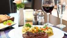 Restauranten byder på regionale retter i hyggelige omgivelser.