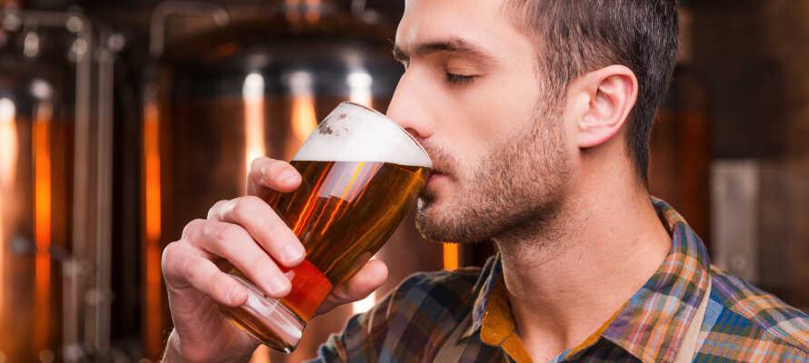 Probieren Sie vier verschiedene Biersorten aus der hoteleigenen Mikrobrauerei