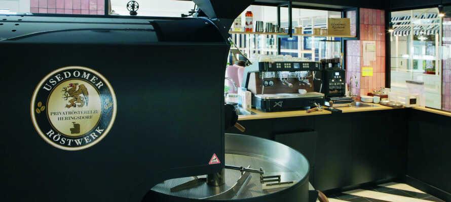 Den hyggelige café serverer bl.a. kaffe fra hotellets eget risteri.