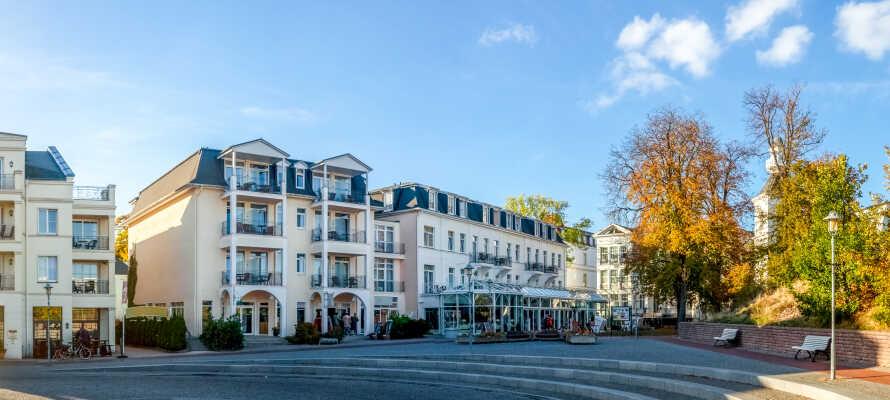 Das Hotel liegt zentral im malerischen Ferienort und Badeort Heringsdorf auf Usedom - perfekt für schöne Sommerferien, einen Winterurlaub oder einen Wochenendtrip.
