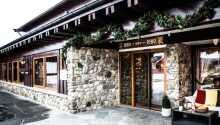 Geilo Hotel har en fantastisk beliggenhed tæt ved skilifter og løjper og gæsterne nyder godt af deres lange tradition med at drive et hotel i top klasse.
