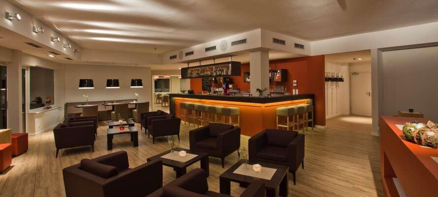 Hotellet byder på udsøgt mad og hyggelige stunder i restauranten og den nydelige loungebar