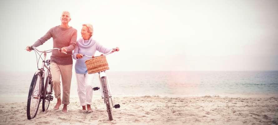 I har mulighed for at leje cykler og drage ud på eventyr på den smukke ø
