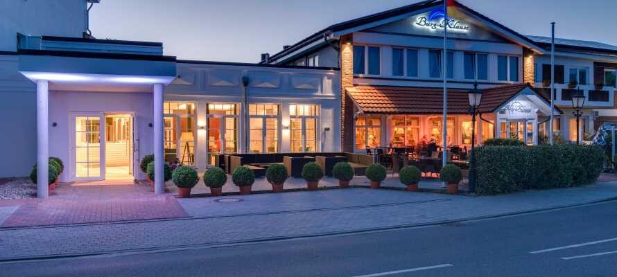 Familjedrivna Hotel Burg-Klause ligger nära den historiska marknadsplatsen i Burg auf Fehmarn på ön Fehmarn