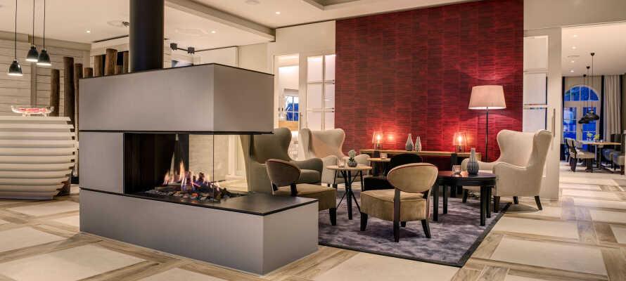 Hotellet har en moderne og elegant innredning som inviterer deg til kos og avslappning