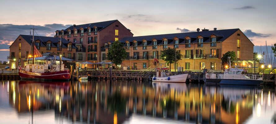 Das 4-Sterne-Hafenhotel Meereszeiten genießt eine schöne Lage direkt am Yachthafen, an der Ostsee.