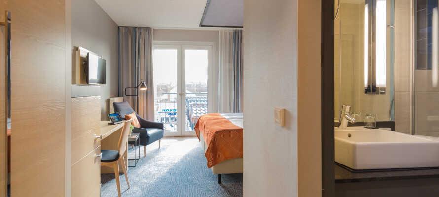 Die schönen Zimmer haben ein eigenes Badezimmer mit Dusche und Haartrockner.