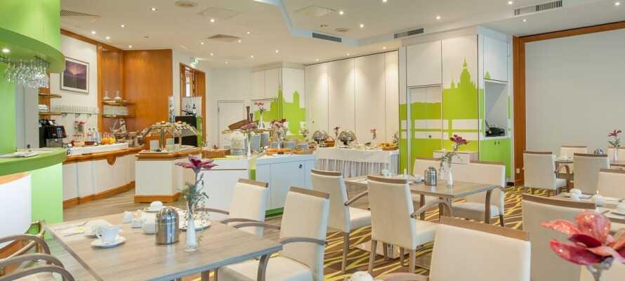Das freundliche, moderne Restaurant bietet leckere lokale Gerichte.