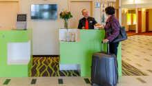 Hotellets personale står klar til at byde Jer velkommen og assistere Jer med personlig betjening i receptionen