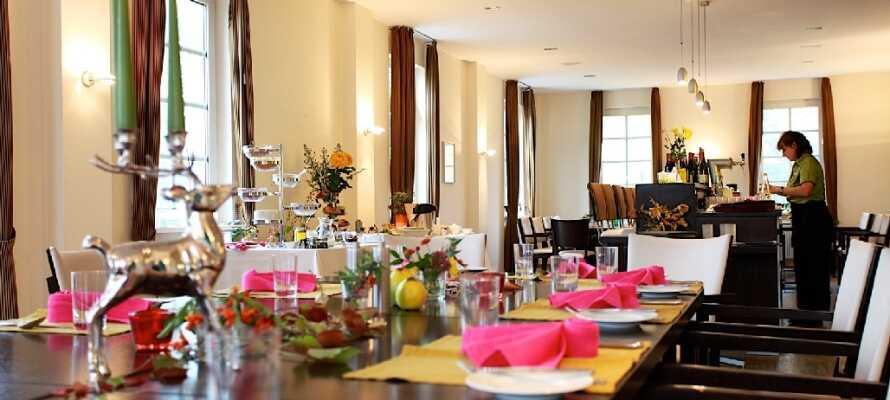 Das gemütliche Restaurant hat einen großen Fokus auf Ökologie und bietet Gerichte der modernen Landhausküche.