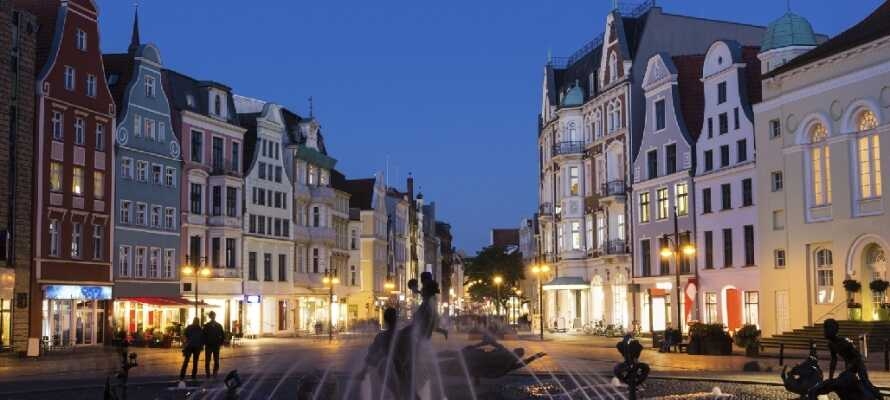 Machen Sie einen Ausflug und besuchen Sie zum Beispiel die ewig charmante mittelalterliche Stadt Rostock, nördlich des Hotels.