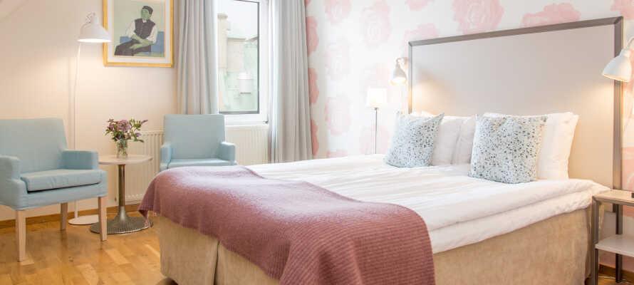 Sov gott och njut av en bekväm vistelse i hotellets rum som är omsorgsfullt inredda.