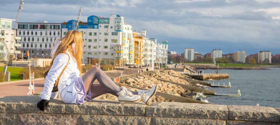 Nyt en hyggelig spasertur langs Ribersborgs strand og Västra Havn.