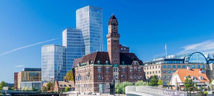 Malmö centralstation finner ni endast en knappt 10 minuters promenad från hotellet.