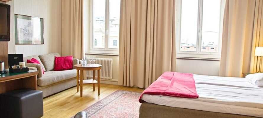 Här bor ni på trevliga nyrenoverade rum där det finns möjlighet att få upp till två extrasängar på dubbelrummen
