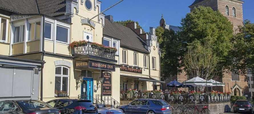 Genießen Sie einen wundervollen Aufenthalt im Herzen von Kristianstad in Schonen. Sie parken gratis direkt am Hotel.
