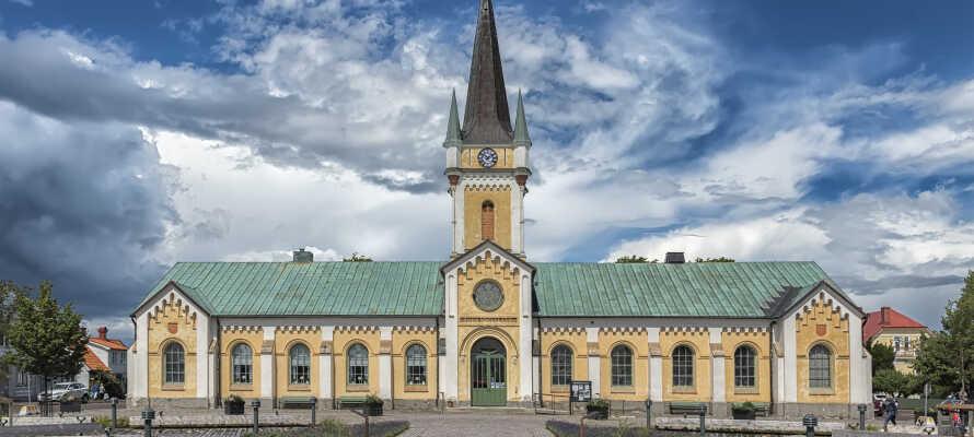 Entdecken Sie die idyllische Ortschaft Borgholm und ihre vielen Sehenswürdigkeiten, darunter Kirchen, ein Schloss, Museen, Cafés und vieles mehr.