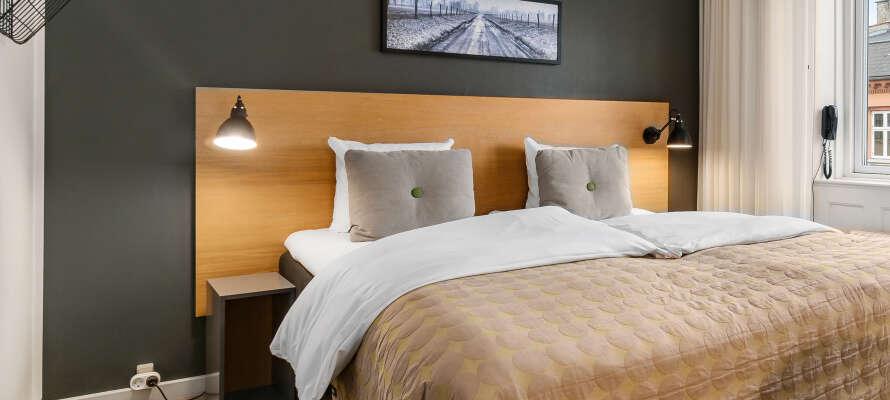 Det finns flera olika rumskategorier att välja mellan och hotellpaketet inkluderar en flaska Cava.