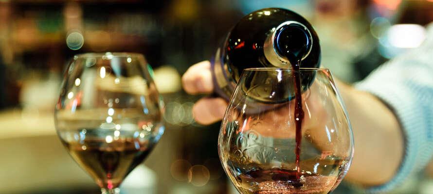Passa på att delta på hotellets event, så som avsmakning av italienska viner.