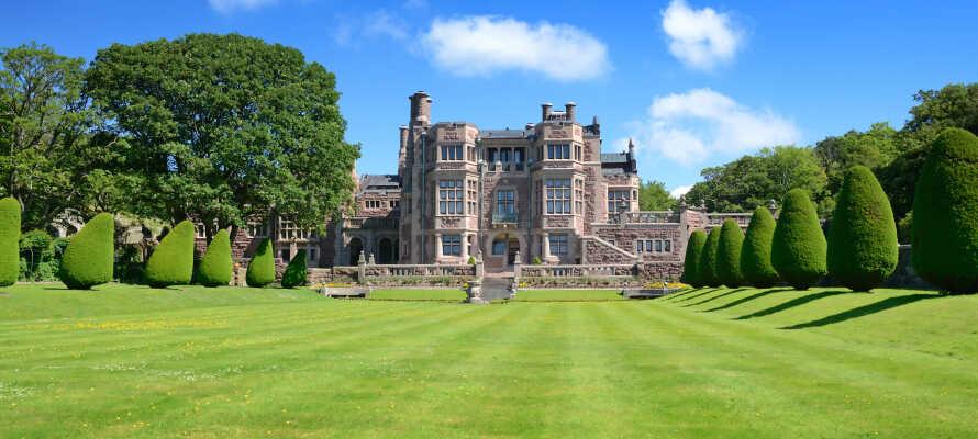 Ta en spennende utflukt til det flotte Tjolöholms Slott som er bygget i en engelsk inspireret tudor-stil.
