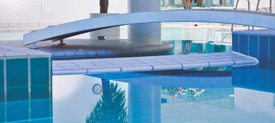 I har fri adgang til hotellets lækre indendørs swimmingpool