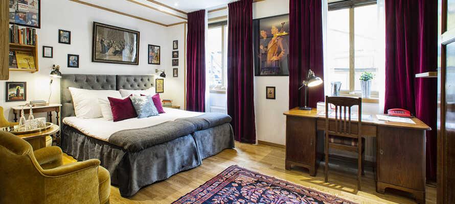 Alle værelser er personligt og charmerende indrettet med en blanding af nye og antikke møbler.