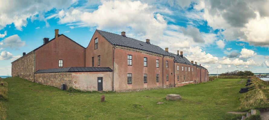 Erleben Sie die eindrucksvolle mittelalterliche Festung, in der sich das Kulturhistorische Museum von Halland befindet.