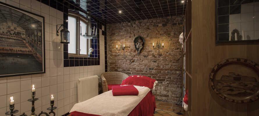 På Hotell Gästis kan I nyde flere spa-behandlinger samt bade og gå i sauna.