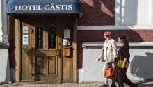 Bo sentralt i Varberg på sjarmerede Hotell Gästis i et vakkert hus fra 1700-tallet.